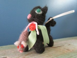 NEEDLE FELTING - KITTEN WITH MOUSE